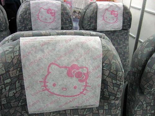 مطار للأطفال في اليابان ؟ hello_kitty_airplane