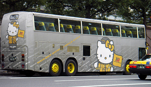 Hello Kitty Bus 1
