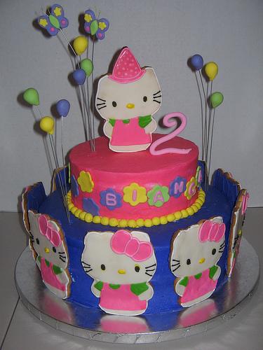hello kitty cookies on cake