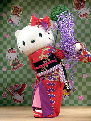 Hello Kitty Performs Japanese Dance