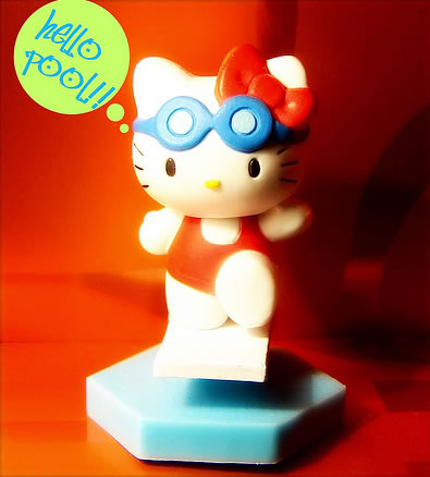 hello_kitty_swimming
