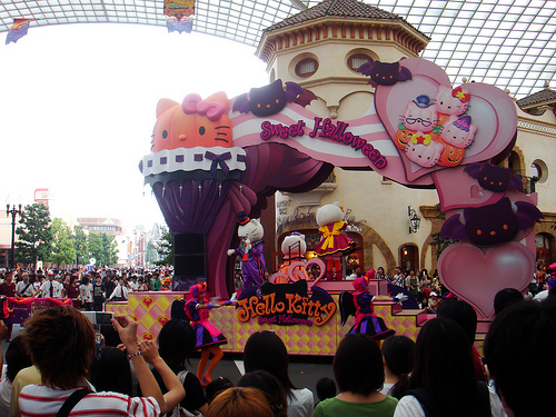 hello kitty halloween float at universal studios japan
