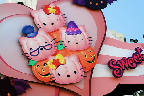 hello kitty halloween sign at universal studios japan