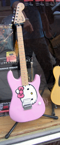 hello kitty guitar by fender in pink