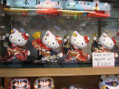 hello kitty dolls doing japanese dance