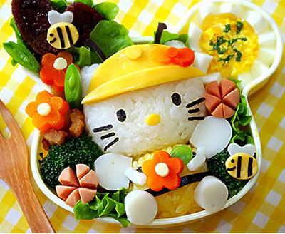 http://houseofkitty.files.wordpress.com/2009/01/hello_kitty_bento_yellow2.jpg