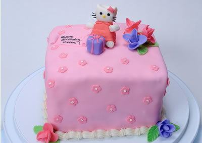 hello kitty cake - pink flower box