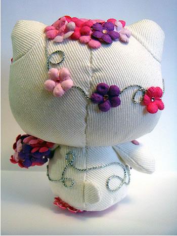 hello kitty flower doll back