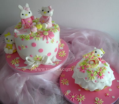 hello kitty with friends cake