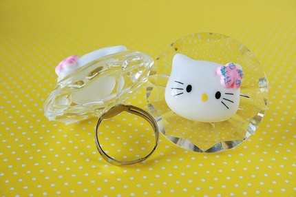 hello kitty giant handcrafted ring