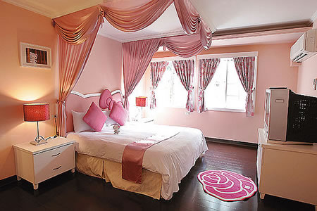 hello kitty villa bedroom