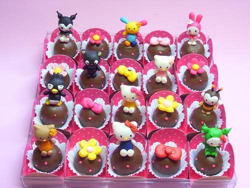 hello kitty cupcakes 1